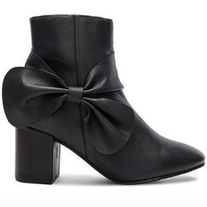 Seychelles Catwalk Black Bow Ankle Booties EUC